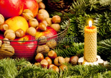 bodegon navidenyo con una vela