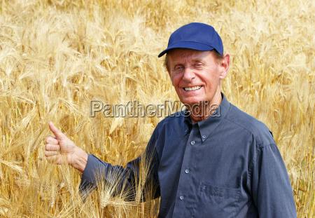 la buena cosecha granjero en