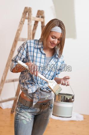 mejoras para el hogar mujer sonriente