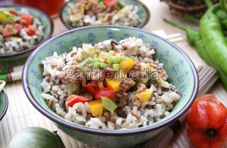 comida vegetal carne picada arroz carne
