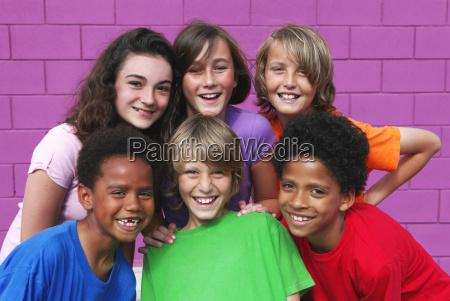 diverso grupo de ninyos de raza