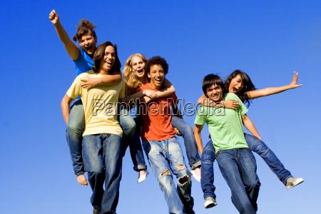 cuestas diversos grupos de adolescentes