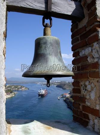 marinero llegada campana de carga barco
