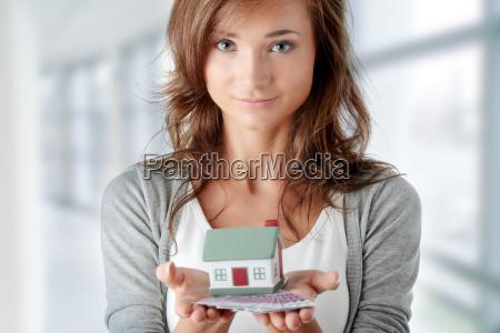 mujer banco casa construccion carrera mano