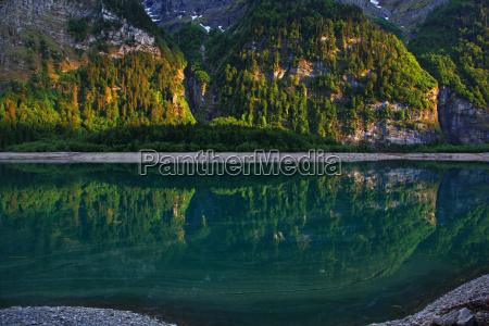 montanyas alpes suiza reflexion ver lago