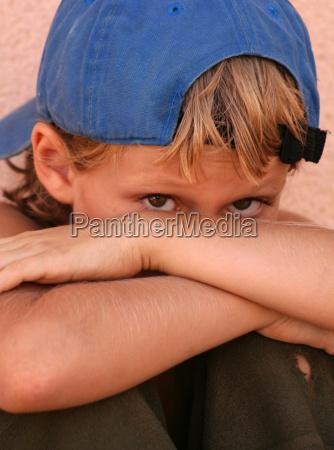 triste timido ninyo infeliz timidez preocupado