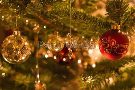 decoracion en el arbol de navidad