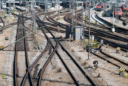 estacion tren vehiculo transporte promocion pistas