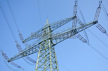 pilon de electricidad con lineas