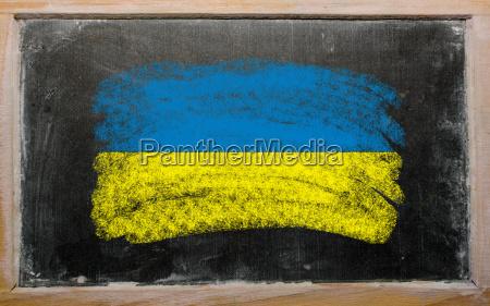 bandera de ucrania en la pizarra