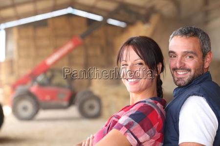 pareja de agricultores
