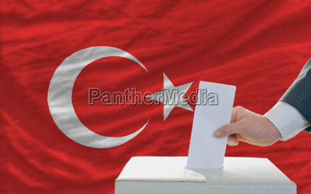 man voting on elections in turkey