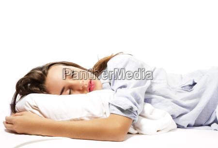 mujer durmiente hermosa en pijamas