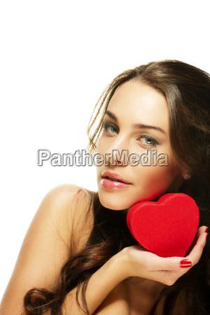 hermosa, mujer, morena, mantiene, el, corazón - 6137026