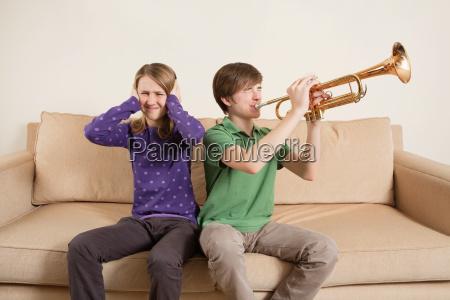 musica juego juega adolescente masculino fuerte