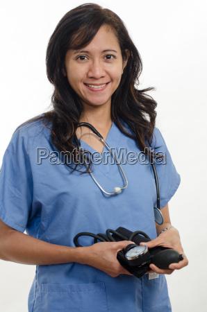 atractivo trabajador de la salud de