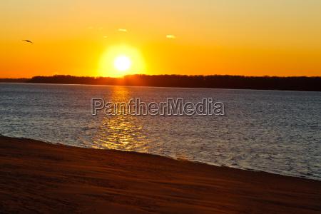 beatiful sunset en el rio volga