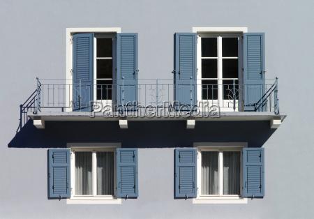 facade with balcony