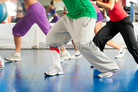 fitness entrenamiento de zumba y