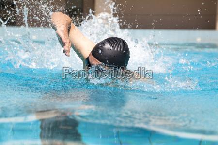 nadar con estilo libre