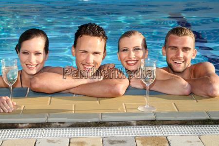 fiesta vacaciones piscina natacion nadar