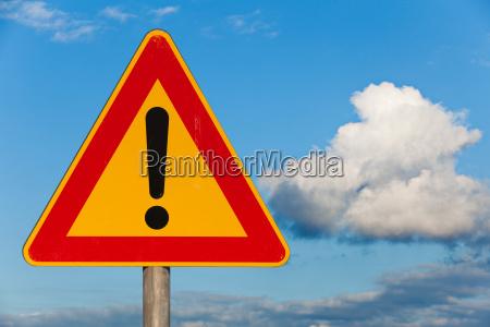 senyal del camino peligro de la