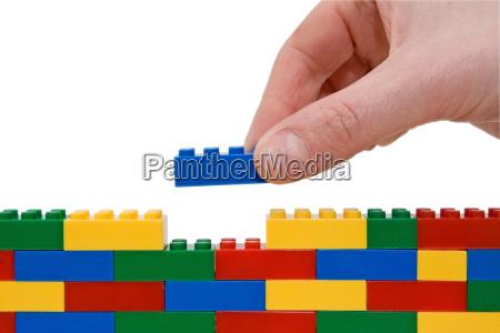 lego edificio de la mano