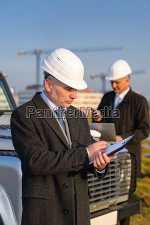 el, hombre, arquitecto, toma, notas, en - 6777797
