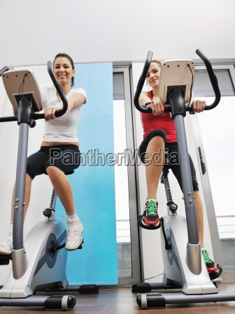 womanworkout en el gimnasio en el
