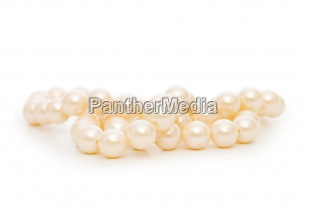collar de perlas aislado en el