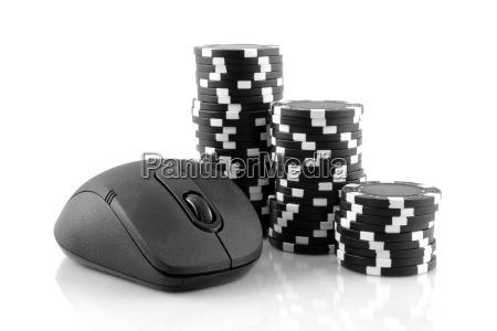 raton y chips de casino negros