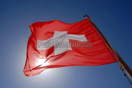 europa suiza contra la luz bandera