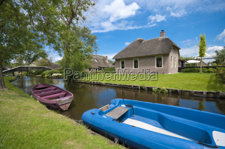 traditional house in giethoorn netherlands