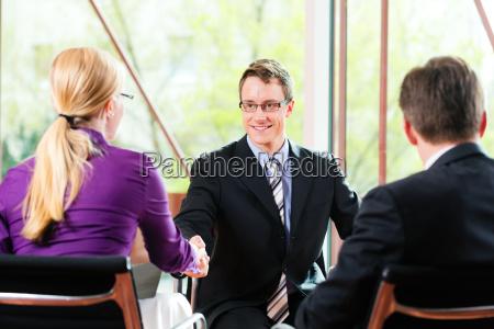 oficina aplicacion entrevista mano manos apreton