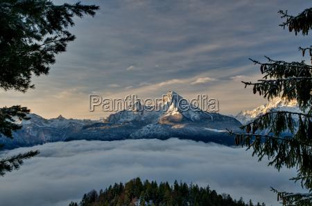 watzmann sobre la niebla del valle