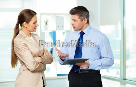 mujer personas gente hombre oficina discusion