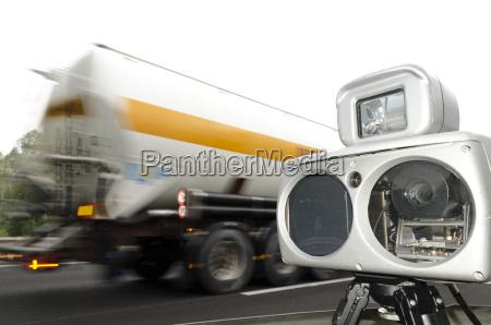 camara de velocidad y camion en