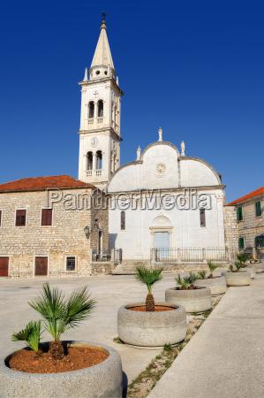 iglesia lugar de culto croacia isla