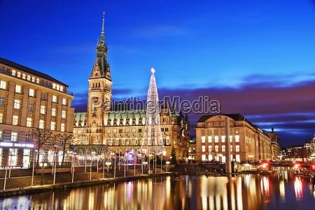ayuntamiento de hamburgo con el mercado