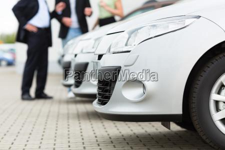 los concesionarios de automoviles y los