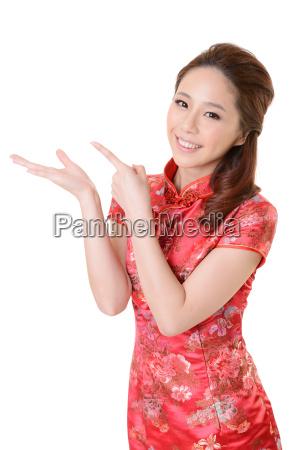 mujer risilla sonrisas mujeres mostrar mano