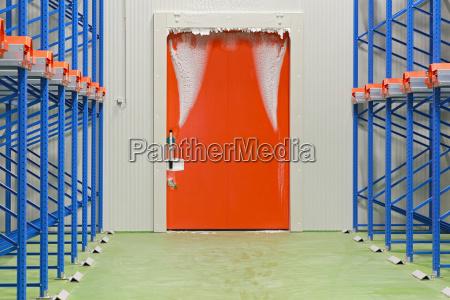 puerta del almacen congelador