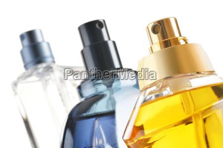 composicion con botellas de perfume sobre