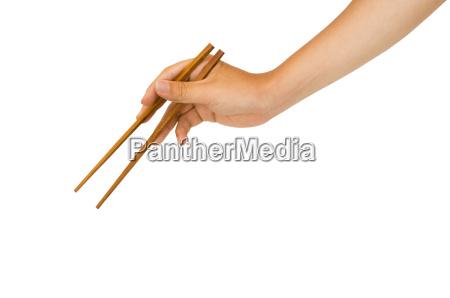 la mano que sostiene el palillo