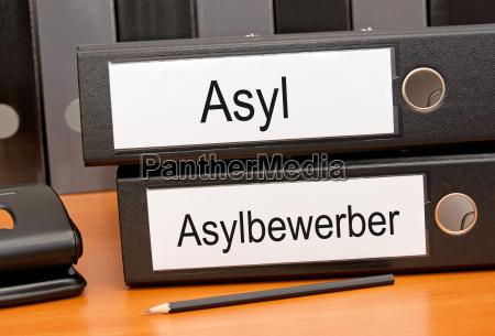 los solicitantes de asilo y asilo