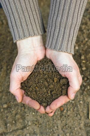 mano manos agricultura primavera jardinero compost