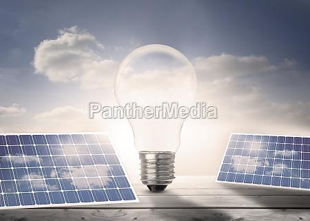 bombilla de luz y paneles solares
