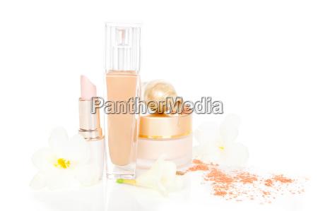 cosmetico y maquillaje en beige