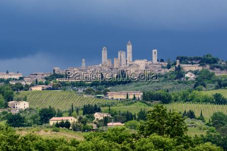 ciudad toscana torres paisaje naturaleza italia
