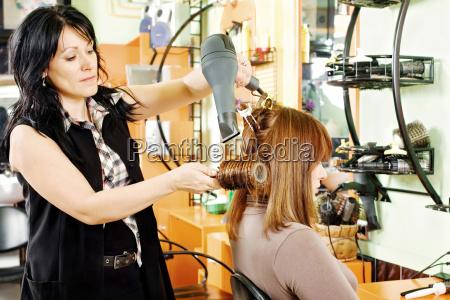 pelo peluquero secado del cliente